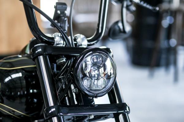 LED Scheinwerfer 5 3/4 Zoll schwarz, Standlicht, E-Zulassung für Harley Davidson DYNA Modelle
