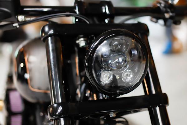 LED Scheinwerfer 5 3/4 Zoll schwarz, Standlicht, E-Zulassung