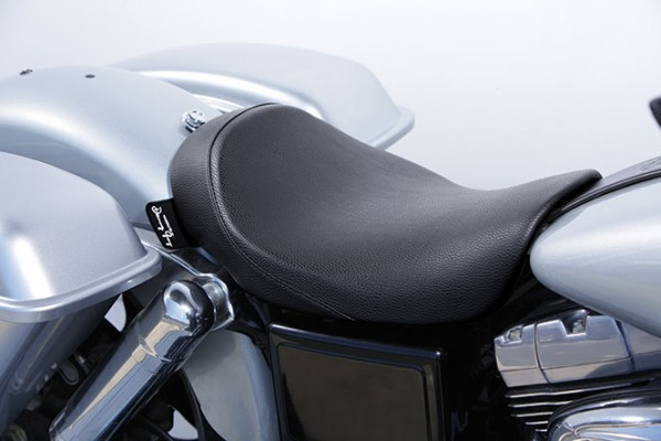 Danny Gray IST Minimalist Solo Seat for Dyna models, Vinyl